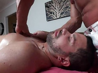 gay hunk takes an butt tasting and the massage