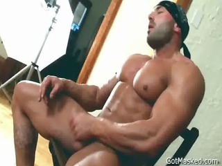 beafed muscle stud jerking off cock gays
